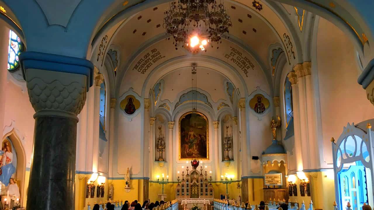 bratislava-chiesa-blu-interno